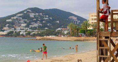 Einheimische ohne Arbeit: Ibizas Strände sind auch ohne Touristen recht gut besucht