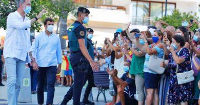 Das spanische Königspaar auf Ibiza: Felipe VI erkundet die Nekropole