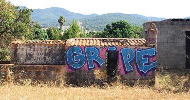 """Die Insel Ibiza ist übersät mit """"Grippe-Graffiti"""": Wer steckt dahinter?"""