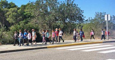 """Arzt auf Ibiza macht sich Sorgen über Kinder, die """"eingesperrt sind und nicht mit Menschen kommunizieren"""""""