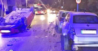 Fahrerflucht nach spektakulärem Unfall in Cala de Bou – Vier Autos auf der Avenida Sant Augustí beschädigt