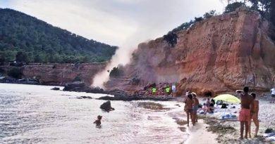 15 Tonnen Fels und Steine poltern auf den Strand – Badegäste am Es Bol Nou zeigten sich überrascht