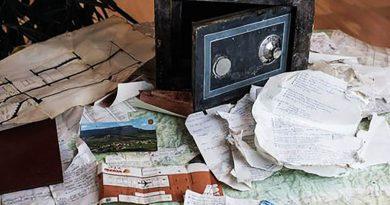 Das Geheimnis eines herrenlosen Tresors auf Ibiza – Unterlagen und Fotografien aus den 60-er Jahren führen zum Besitzer.